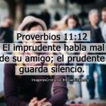 Proverbios 11:12 El imprudente habla mal de su amigo